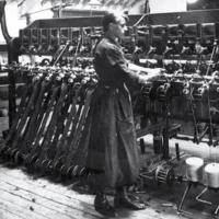 Workers in James Ireland & Co factory, 1917.jpg